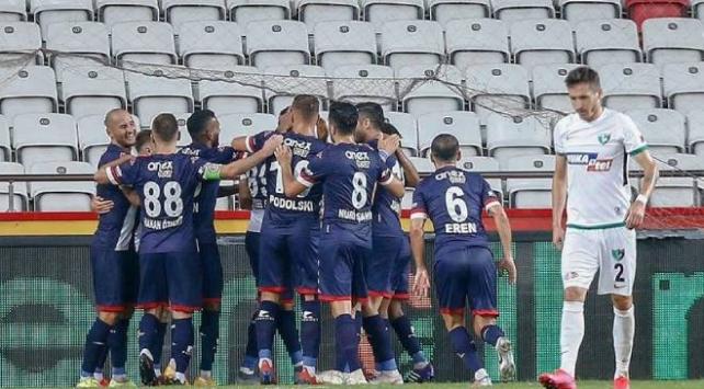 Antalyada 3 puan tek golle geldi