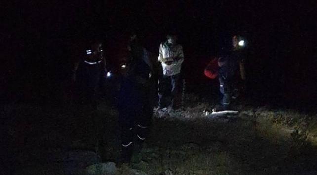 İzmirde dağda mahsur kalan 3 kişiyi AFAD kurtardı