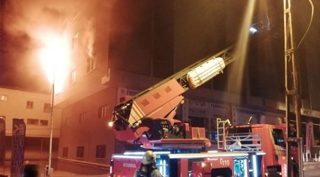 Ümraniyede 5 katlı iş yerinde yangın çıktı
