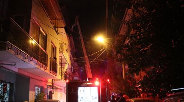 İzmirde bir evde tüp patladı