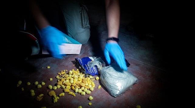 Cips paketine uyuşturucu saklayan 4 şüpheli yakalandı