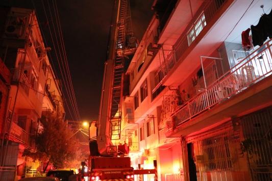 İzmirde tüp patlaması sonucu evde hasar oluştu