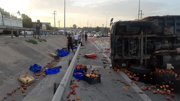Kocaelide kamyonla otomobil çarpıştı: 2 yaralı