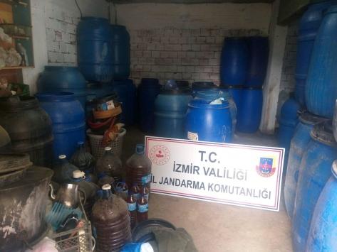 İzmirde 6 bin 672 litre sahte içki ele geçirildi