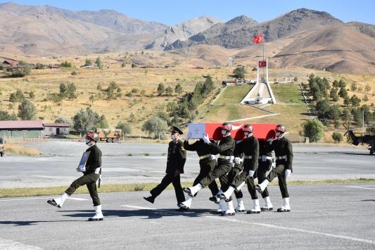 Irakın kuzeyinde şehit olan Piyade Uzman Çavuş Temellinin cenazesi törenle memleketine uğurlandı