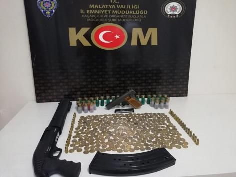 Malatyada silah ticareti operasyonunda 289 sikke ele geçirildi