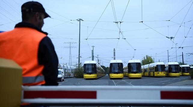 Almanyada toplu taşıma çalışanları greve gitti
