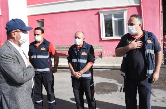 Kırşehirde anne ve 2 çocuğunu yanan evden kurtaran itfaiye erleri ödüllendirildi