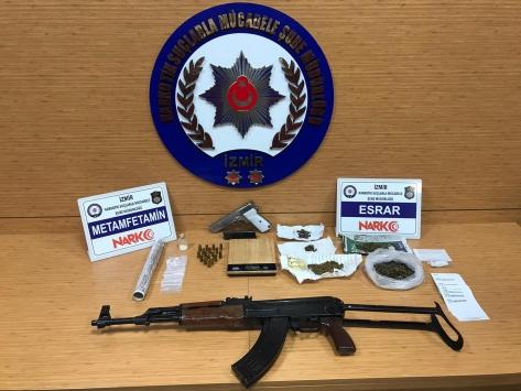 İzmirde 19 uyuşturucu operasyonunda 22 tutuklama