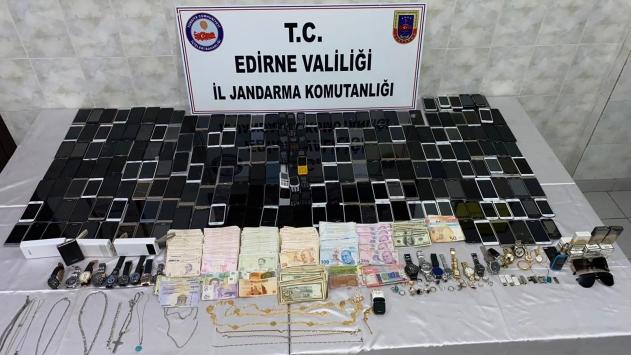 Edirnede 3 Suriyeli, göçmenlerin para ve eşyalarını gasbettikleri iddiasıyla yakalandı