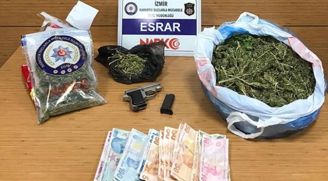 İzmirde zehir tacirlerine operasyon: 22 tutuklama