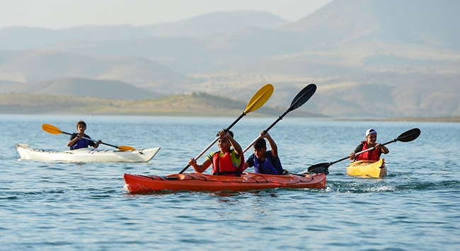 Keban Baraj Gölü kano tutkunlarının vazgeçilmezi oldu