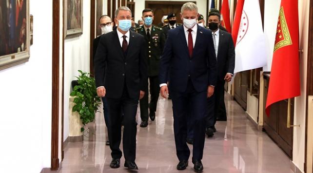 Bakan Akar, Kosova Savunma Bakanı ile bir araya geldi