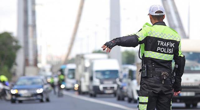 İstanbulda trafik denetimi: 4 bin 33 sürücüye ceza