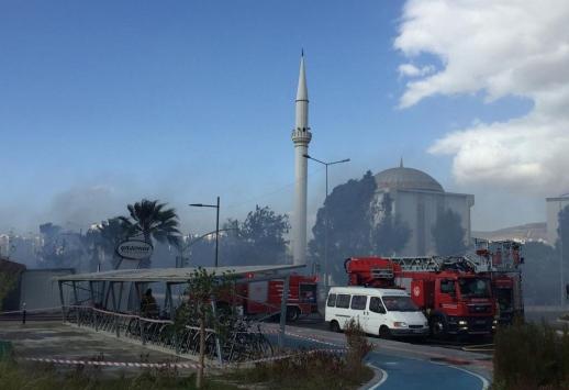 İzmirde kafede çıkan yangın hasara neden oldu