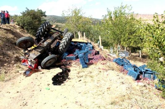 Manisadaki traktör kazası baba ve oğlu yaralandı