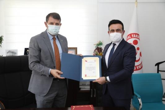 Sivas Valisi Ayhan pandemide görev alan SYDV personeline teşekkür belgesi verdi