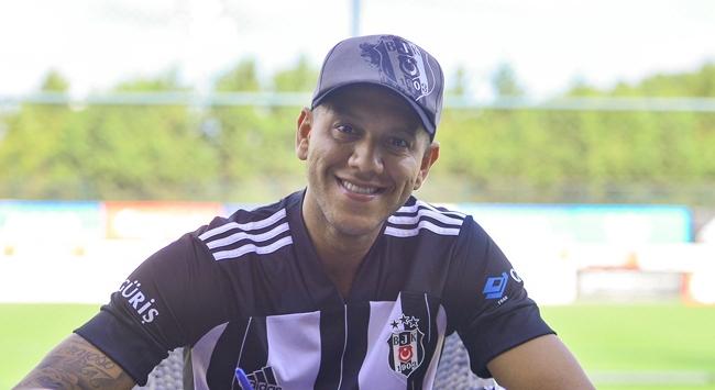 Beşiktaş Josef de Souzanın lisansını çıkardı