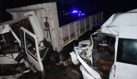Bartın'da kamyon ile minibüs çarpıştı: 15 yaralı