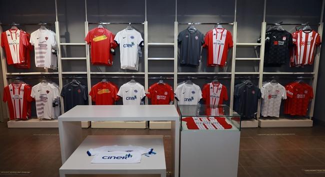 Süper Lig ekiplerinin formalarının Feneriumda satışı başladı
