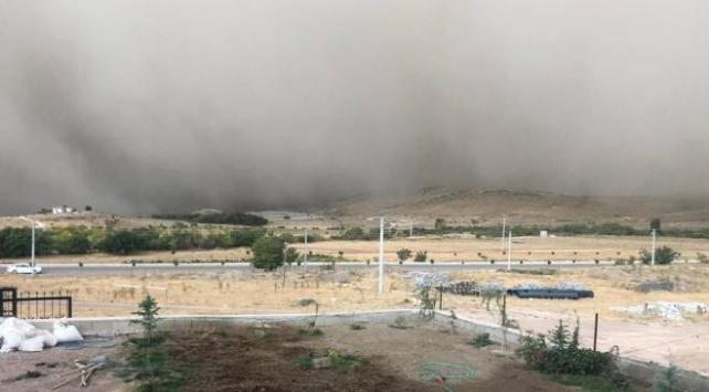 Konyada toz bulutu hayatı olumsuz etkiledi