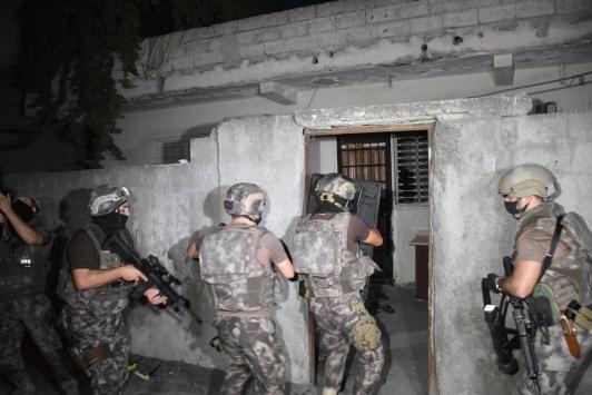 Adanada şafak vaktinde uyuşturucu operasyonu