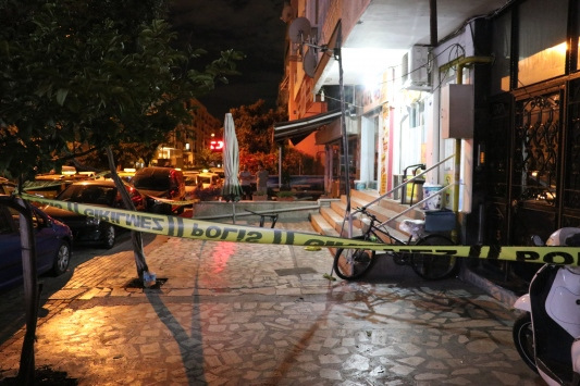 İzmirde taksi durağında silahlı kavga: 4 yaralı
