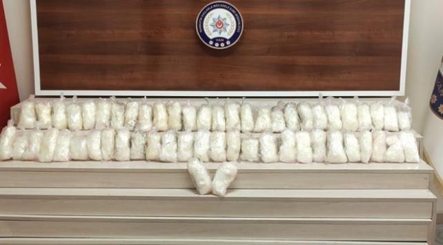 Polisin durdurduğu kamyonetten 15 kilo uyuşturucu çıktı