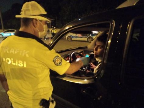 Adanada trafik uygulamasında 90 sürücüye ceza yazıldı