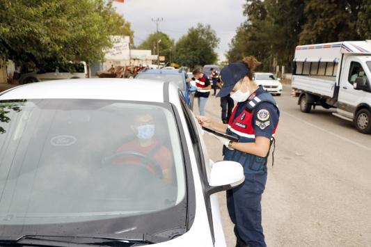 Adanada maske takmayan 6 kişiye 5 bin 400 lira idari ceza verildi