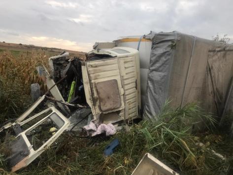 Bursada devrilen tıbbi malzeme yüklü kamyonun sürücüsü öldü