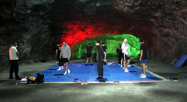 Milli boksörler Hititlerden kalan tuz mağarasında çalışıyor
