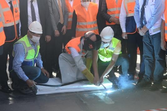 Bakan Karaismailoğu, Yeni Kömürhan Köprüsünün son kaynağını yaptı