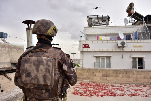 """Gaziantepte 950 polisin katılımıyla """"torbacı"""" operasyonu"""