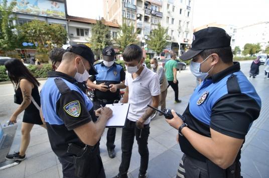 Çorumda maske takmayıp polise direnen kişiye 392 lira ceza kesildi