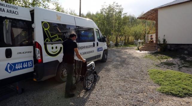 Van Büyükşehir Belediyesinden 4 engelliye tekerlekli sandalye desteği