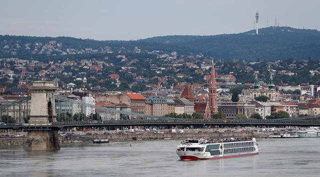 Macaristan sınırlarını 1 ay daha kapalı tutacak