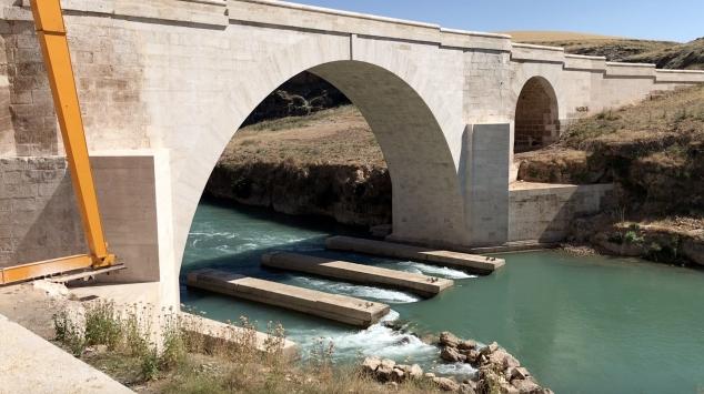 Husumetli köylülerce yıkıldığı rivayet edilen köprünün restoresi tamamlandı