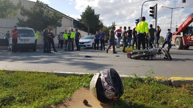 Erzincanda kamyonetle çarpışan motosikletin sürücüsü ağır yaralandı