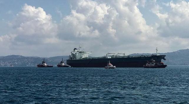 Arızalanan kargo gemisi Boğazda sürüklendi