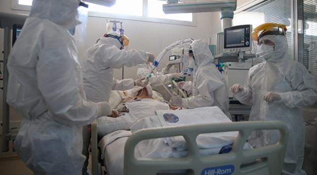 Sağlık personelinin salgınla mücadelesi hız kesmeden sürüyor