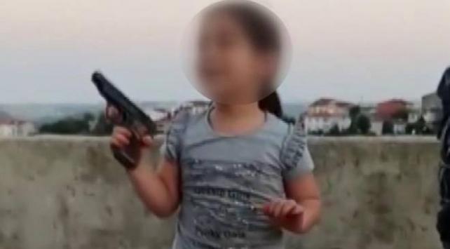 Çocuğun eline silah verdiği iddiasıyla 2 kişi gözaltına alındı