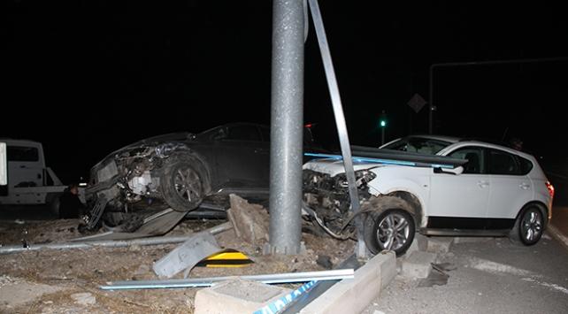 Burdurda iki otomobil çarpıştı: 5 yaralı