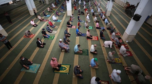 Gazze Şeridindeki birçok kentte camiler yeniden ibadete açıldı
