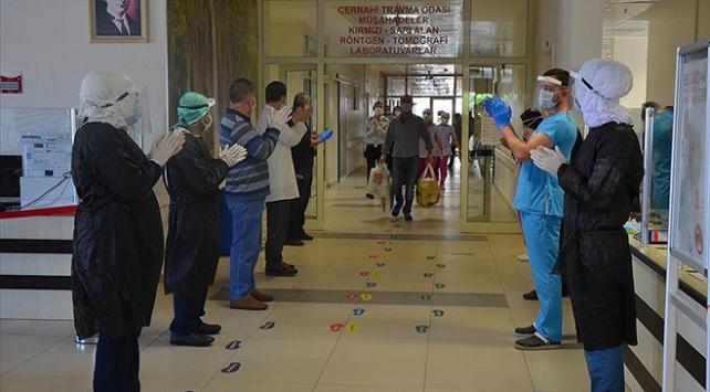 Türkiyede iyileşenlerin sayısı 285 bin 50ye yükseldi