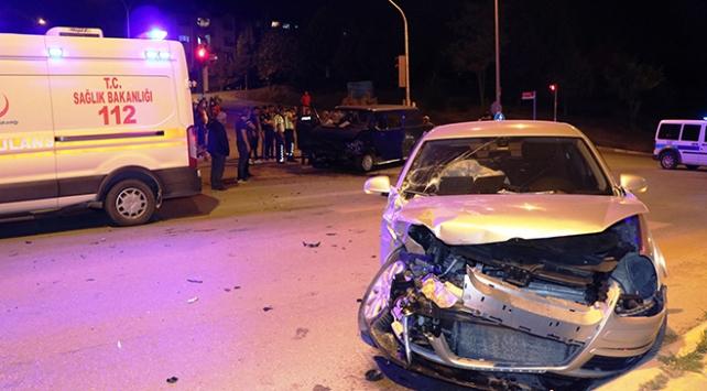 Sakaryada otomobil ile minibüs çarpıştı: 9 yaralı