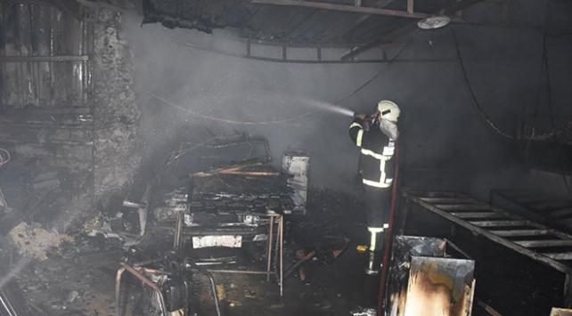 Muğlada bir evde yangın: Garajdaki otomobil ve eşyalar yandı