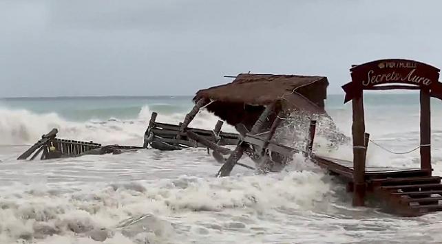 Meksikada Gamma tropikal fırtınası 6 can aldı