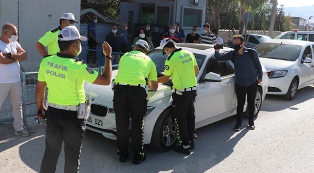 Hatayda trafikte asker eğlencesi yapan gruba 5 bin 820 lira ceza