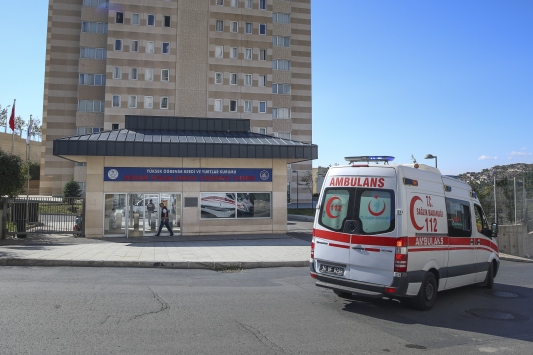 İstanbulda karantina kuralına uymayan 460 kişi KYK yurdunda izole ediliyor
